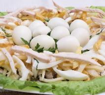 Sałatka z jajkami przepiórczymi i kurczakiem - na Wielkanoc i nie tylko