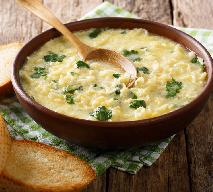 Serowa zupa z 5 składników: najlepsze danie na pocieszenie
