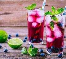 Lemoniada jagodowa z wanilią i miętą - przepis na orzeźwiającą lemoniadę