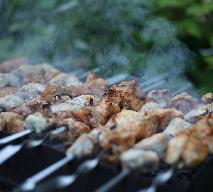 Grill - przepis na minikebaby z sosem tzatziki