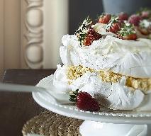 Tort bezowy Pavlova: przepis Magdy Gessler