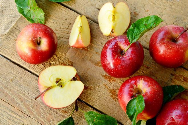 Kiszone jabłka z szałwią