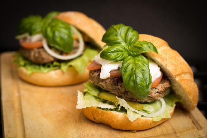 Jak zrobić domowe hamburgery?
