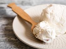 Domowy serek mascarpone: przepis jak wykorzystać zapasy śmietany