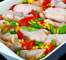 Pierś kurczaka pieczona z kukurydzą i papryką: tani obiad 2 w 1
