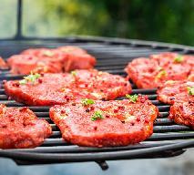 Steki z keczupem - dobry przepis na grillowaną karkówkę z rusztu lub patelni