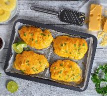 Pierś kurczaka zapiekana z ananasem i żółtym serem: łatwy przepis na szybki obiad