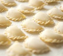 Pierogi z kaszą gryczaną i białym serem [przepis+WIDEO]