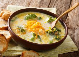 Genialna zupa z puszki tuńczyka w sosie własnym: łatwa, zdrowa i pyszna