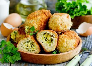 Drobiowe mielone nadziewane jajkami i serem: pyszny obiad za półdarmo