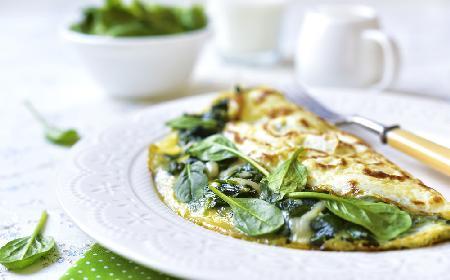 Omlet ze szpinakiem - PRZEPIS na wyborne śniadanie