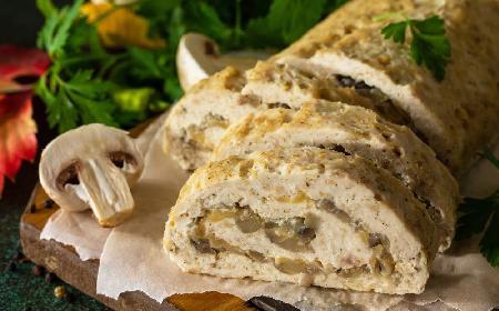 Klops drobiowy nadziewany pieczarkami: wykwintna pieczeń rzymska na rodzinny obiad