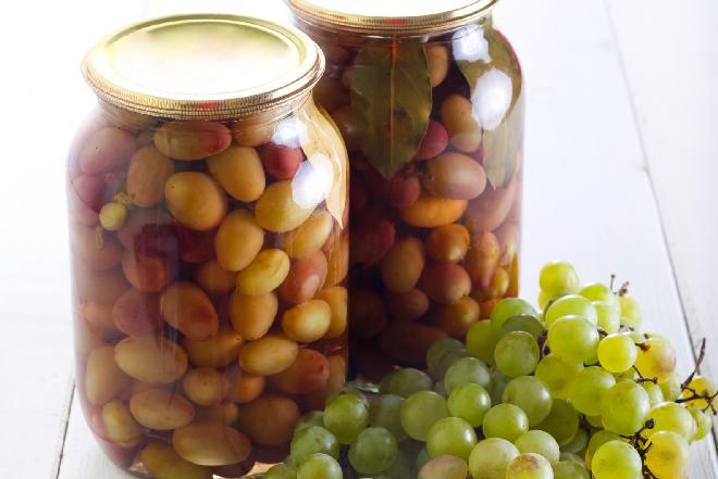 Marynata z winogron: pomysł na dodatek do mięsa i serów
