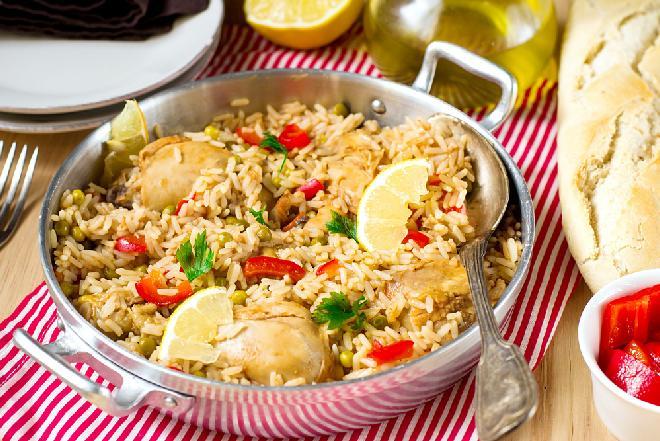 Udka kurczaka pieczone z ryżem: pożywny obiad dla całej rodziny