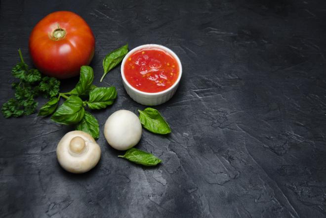 Pieczarki w pomidorach po baskijsku  - pyszne na ciepło i na zimno!