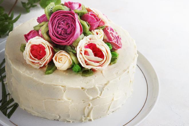 Krem budyniowy do tortu: przepis na krem z masłem